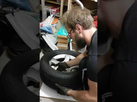 Reifen aufziehen ohne Montiereisen in 3 Minuten