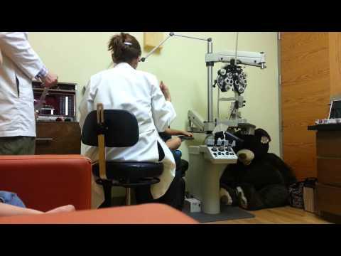 Watch videoRevisión de la vista de un niño con síndrome de Down