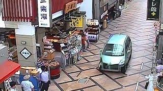 にぎわう商店街を逃走車暴走近鉄奈良駅前