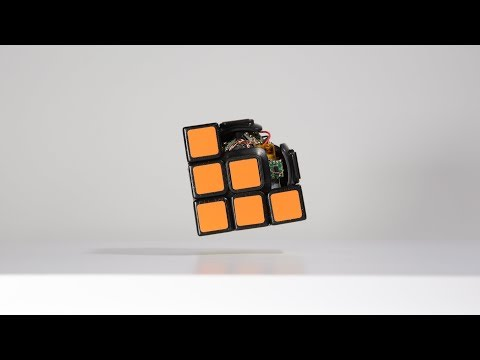 宛如魔法道具! 神人發明漂浮『自動魔術方塊』 Floating Self-Solving Rubik's Cube