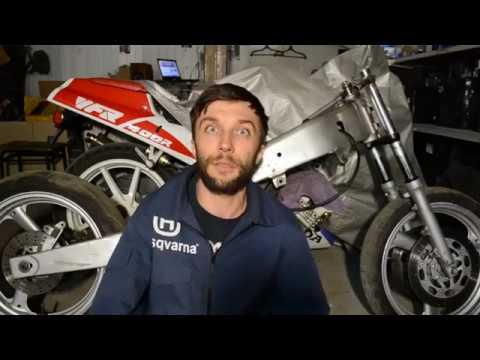 Разобрал старый спортбайк Yamaha FZR250R. Да, тут есть чем заняться!