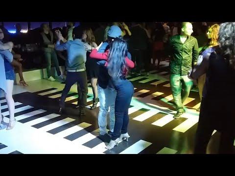 ★ BACHATA SENSUAL ★ Burbujas de Amor - Juan Luis Guerra | Social dancing Federica Marchini