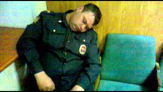 Полиция спит на работе