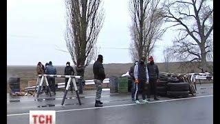 Озброєні цивільні влаштували блокпости на в