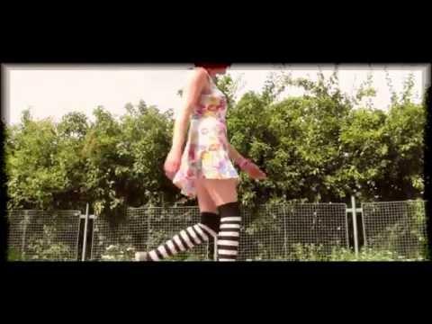 Pája Junek - Pája Junek - Slunce, seno, lolitka.. (video 2011)
