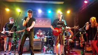 Jessie Krafft singing with Brandon Flowers of the Killers
