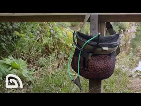 Trakker NXG Bait Caddy - etetőanyagtartó övtáska videó