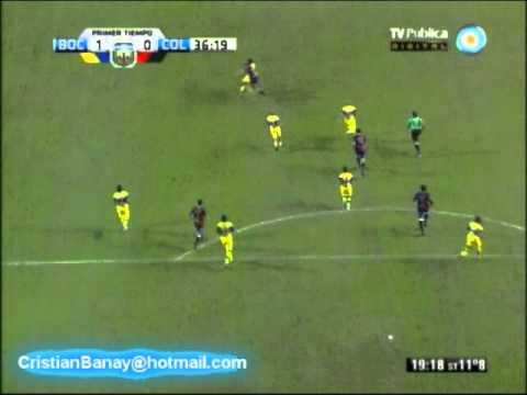 لاعب ارجنتيني يسجل هدفا عالميا ويحتفل بأغرب طريقة