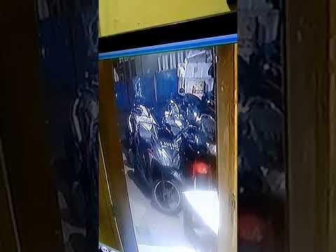 Maling motor tertangkap CCTV 2019||Bawa senjata api atau PISTOL