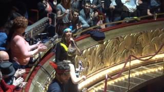 Zazie - Larsen live aux Folies Bergère avec impro sur les paroles :) - 01 04 16