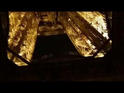 Эйфелевая башня вид снизу