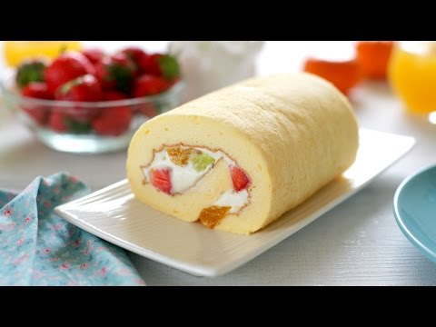 How to make Japanese fruit roll cake (recipe) – Cách làm bánh bông lan cuộn kem tươi hoa quả