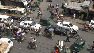 preview picture of video 'Rickshaw Intersection (Dhaka, Bangladesh)'