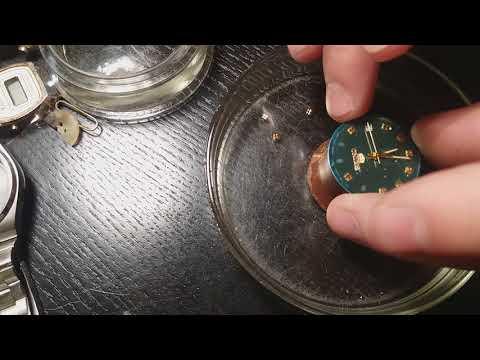 """Ремонт часов """"Seiko """" - клеим элементы циферблата на УФ клей."""