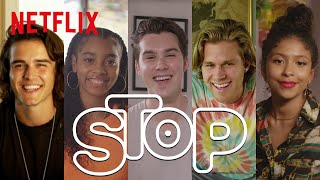 Elenco de Julie and The Phantoms joga o meu Stop! | Netflix Brasil