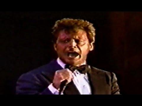 Luis Miguel - Perfidia (Live - Santo Domingo 2002)