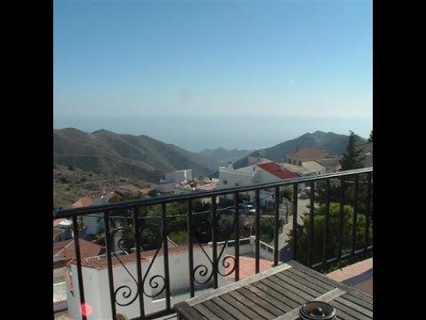 Polopos. Village house with four bedrooms, sea views and a garden.