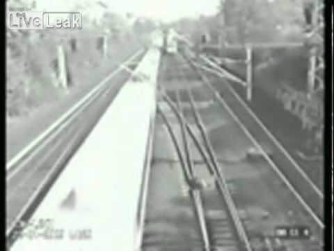 אדם ניצל מפגיעת שתי רכבות!
