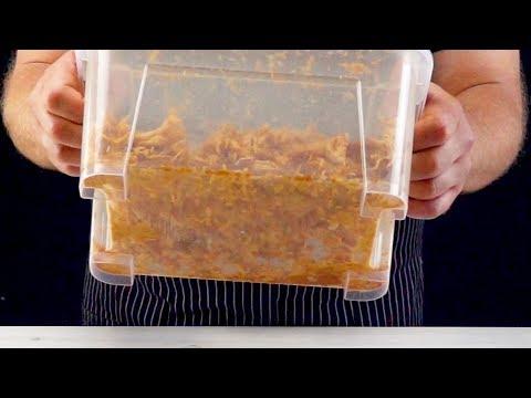 Schüttel 3 Hühnerbrüste in einer Plastikkiste. Irre!