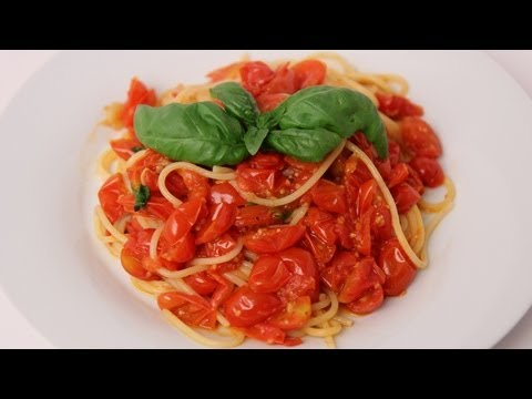 Spaghetti with Fresh Cherry Tomato Marinara Recipe – Laura Vitale – Laura in the Kitchen Episode 411
