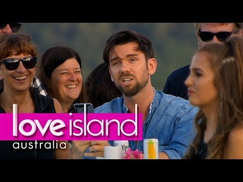 The voice over guy tries to crash the party but gets shutdown by Sophie | Love Island Australia 2018