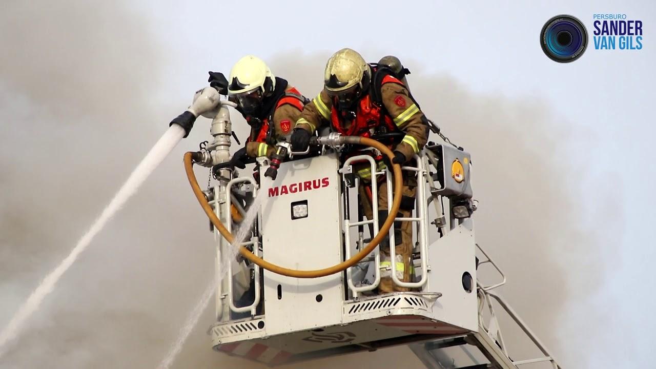 24-11-2020 – Felle brand verwoest woning aan de Sint Catharinastraat in Boxtel