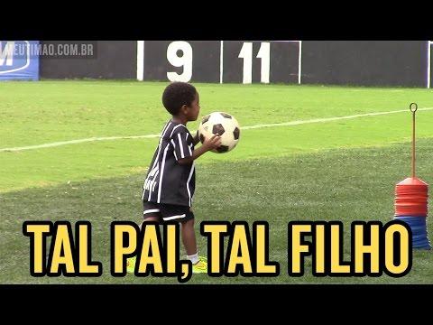 Filhos dos jogadores comparecem no treino do Corinthians