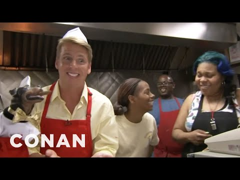 One of the best Conan videos ever - Jack McBrayer & Triumph Visit Chicago's Weiner's Circle