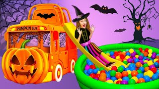 Sasha play with new Halloween Kitty Bus, sing a Song and tries Halloween costumes