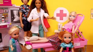 Leg cast is off ! Elsa and Anna toddlers - Barbie is the doctor