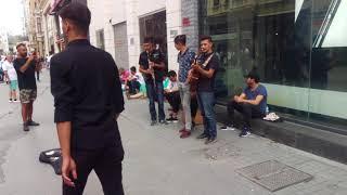 """Sokak Sanatçıları Taksim Istiklal Cd. """"Ağla Gözüm"""" Klarnetle Dinle 6"""