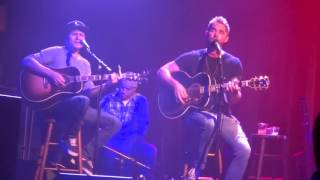 "Brett Young sings ""Like I Loved You"" at the Kat Country Jam"