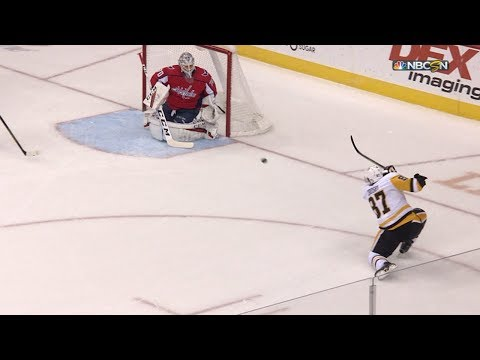 Sidney Crosby snipes one-timer from sharp angle after turnover
