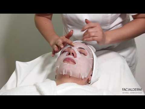 Le masque pour la personne pour une jeune peau sèche