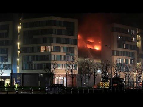 Πυρκαγιά σε πάρκινγκ αυτοκινήτων στο Λίβερπουλ