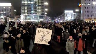 Polonia: Proteste de stradă după anunţul privind intrarea în vigoare a interdicţiei aproape totale a avorturilor