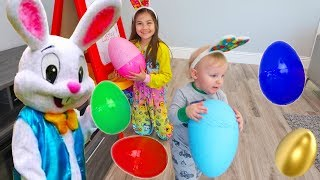 Hailey Pretend Play Surprise Eggs Hunt & Open Toys From Easter Bunny!
