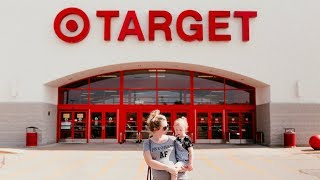 Creative Mom Takes Adorable Maternity Photos While Shopping at Target