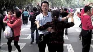 Video : China : Dancing in the park - video