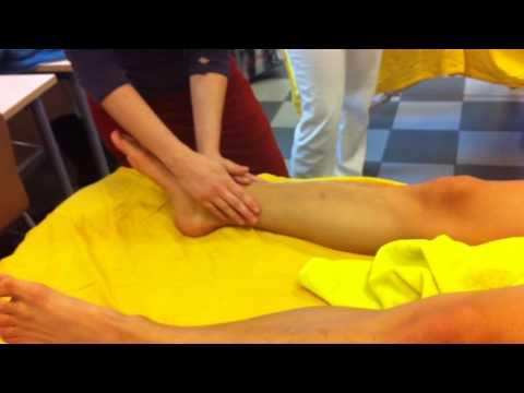 Wie die Wassergeschwulst vom Bein von Venen abzunehmen