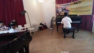 Jefri Setiawan Pecahkan Rekor Dunia Bermain Piano dengan Mata Tertutup