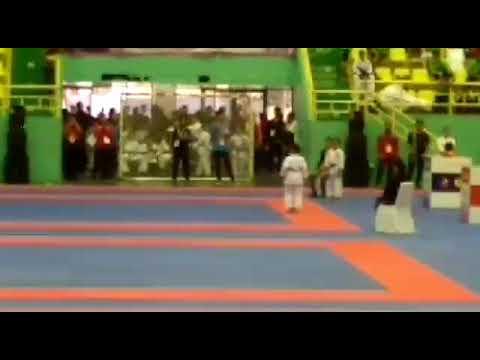 Wafid (ao) Oku timur menyumbangkan 1 medali perak kata untuk Sumsel di kejurnas karate di Cibubur