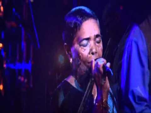 Cesaria Evora - Besame mucho - Live in Paris 2002