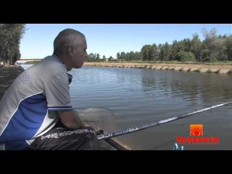 Ladoga che pesca nellinverno