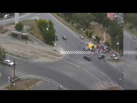От столкновения двух автомобилей пострадал пешеход