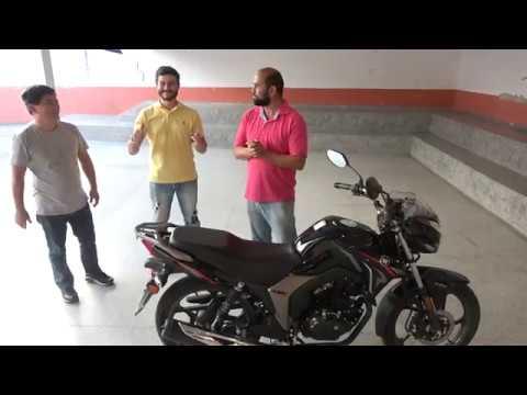 Presidente da Aproj Helinho entrega a Moto Zero Km ao Ganhador Roni Cabeleireiro.