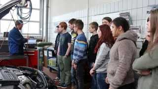 preview picture of video 'Montessorischule Berg 8. Jgst. Besuch bei AutoMüller Mercedes in Hof Oberfranken'