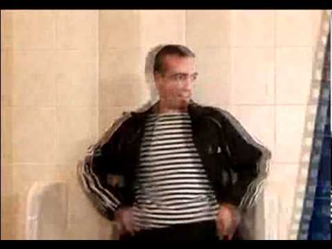 מתיחה מצחיקה בשירותים של הגברים