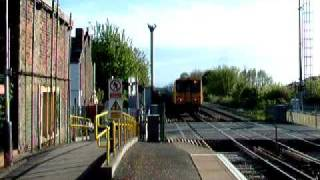 preview picture of video 'Merseyrail Train Leaving Maghull Station Bound For Liverpool.'