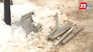 В скверах Череповца массово «оттаяли» сломанные скамейки